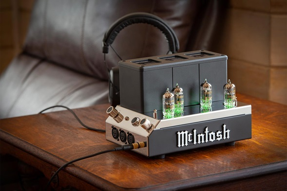 Nuovo McIntosh MHA200 headphones amplifier MHA200-Lifestyle